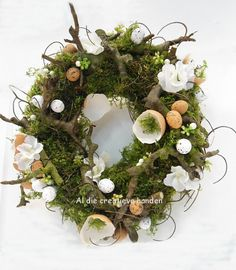Easter wreath You are in the right place about spring wreaths diy ribbon Here we offer you the most beautiful pictures about the spring wreaths diy tulip you are looking for. Diy Spring Wreath, Diy Wreath, Easter Wreaths, Christmas Wreaths, Home Wedding Decorations, Easter Holidays, Flower Garlands, Fake Flowers, Floral Arrangements