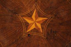 Tavolino decagonale intarsiato - particolare