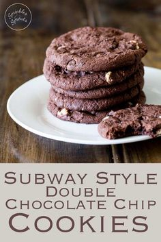 These subway style chocolate chip cookies are super chocolaty, super rich, super delicious and just super wonderful. They are beautifully soft, with a slight crisp edge, gooey in the middle and total worth every calorie!!! Recipe by Sprinkles and Sprouts | Delicious Food for Easy Entertaining #cookies #baking #chocolatelover #chocchip Finger Desserts, Köstliche Desserts, Delicious Desserts, Dessert Recipes, Subway Cookie Recipes, Cookies Subway, Easy Cookie Recipes, Triple Chocolate Chip Cookies, Chocolate Cookie Recipes
