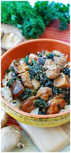 Stir-fried chicken and kale - The slightly sweet and savory sauce in this recipe. Healthy One Pot Meals, Healthy Eating Recipes, Cooking Recipes, Healthy Salads, Healthy Food, Chicken And Kale Recipes, Recipe Chicken, Great Recipes, Favorite Recipes