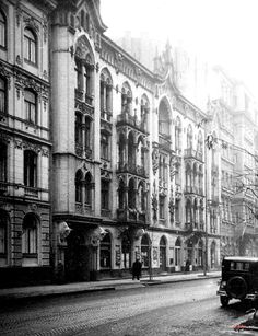 1938r ul Mokotowska 59 Nieistniejący budynek Architecture Old, Classical Architecture, Old Photos, Vintage Photos, Warsaw Poland, Old Town, Funny Pictures, Street View, Around The Worlds