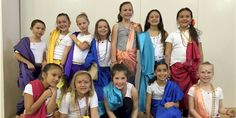 Make your own Indian sari, serve a curry or make an elephant craft for Thinking Day. Cadette Badges, India Sari, Elephant Crafts, Costume Ideas, Costumes, World Thinking Day, Egyptian Costume, International Festival, Girl Guides