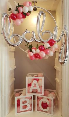 Beautiful Home Interior baby balloon hula hoop for a baby shower.Beautiful Home Interior baby balloon hula hoop for a baby shower Idee Baby Shower, Cute Baby Shower Ideas, Baby Shower Themes, Signs For Baby Shower, Baby Girl Babyshower Ideas, Abc Baby Shower, Baby Shower Wrapping, Baby Shower Pictures, Cute Baby Shower Gifts