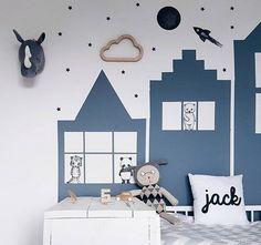 Rascacielos azules en una habitación infantil