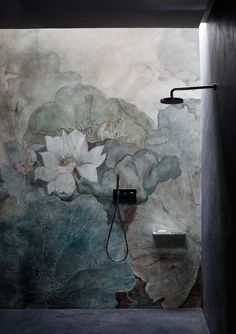 As Tadelakt is water repellent there's absolutely no demand for tiling etc. Tadelakt is incredibly versatile and may be used in a lot of means. Tadelakt not on. Bathroom Inspiration, Interior Inspiration, Creative Inspiration, Design Inspiration, Tapete Floral, Mural Floral, Flower Mural, Casa Loft, Tadelakt