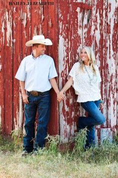 Country Engagement Photos Old barn pictures always turn out nice except no cowboy hat not Seth's thing lol but I do like a cowboy ; Country Engagement Pictures, Engagement Photo Poses, Engagement Couple, Engagement Shoots, Engagement Photography, Wedding Photography, Engagement Ideas, Fall Engagement, Barn Pictures