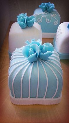 Tiffany Blue Mini Fondant Cakes by AnisBakery Cute Cakes, Pretty Cakes, Cake Icing, Eat Cake, Gorgeous Cakes, Amazing Cakes, Mini Cakes, Cupcake Cakes, Cake Pops