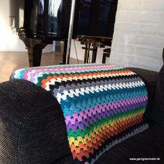 Hæklet granny stripes tæppe - Garn Grammatik