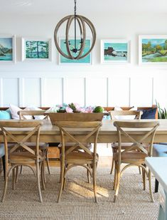 Looking for colorful spring inspiration in the dining room? Join my Colourful Spring Dining Room Tour from The Happy Housie! #diningroomideas #springhometour #springdecor #coastalstyle