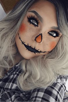 Looking for for ideas for your Halloween make-up? Browse around this site for creepy Halloween makeup looks. Halloween 2018, Halloween Costumes Scarecrow, Creepy Halloween Makeup, Scarecrow Makeup, Amazing Halloween Makeup, Last Minute Halloween Costumes, Halloween Makeup Looks, Halloween Diy, Women Halloween