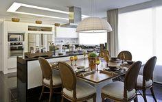 cozinha de apartamento de luxo mesa de jantar ilha com bancada e fogão