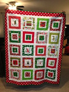 Grinch Christmas quilt using Jingle Bell Rock quilt pattern Christmas Quilt Patterns, Christmas Sewing, Christmas Crafts, Christmas Quilting, Grinch Christmas, Christmas Blocks, Xmas, Quilt Blocks Easy, Strip Quilts