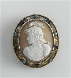 Parures et bijoux des musées nationaux de Malmaison et du palais de Compiègne, notice - Broche-médaillon représentant Minerve