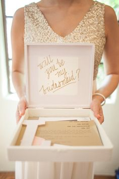 Cute box with message inside will you be my bridesmaid. Photo :  Kcarolinejoy