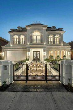 42 stunning modern dream house exterior design ideas 6 - home/decor Classic House Exterior, Classic House Design, Dream House Exterior, Dream Home Design, Modern Exterior, Modern House Design, Big Houses Exterior, Modern Houses, Style At Home