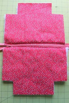 Zipper Pouch Tutorial - Peek-a-Boo Pages - Patterns, Fabric & More!, # Sewing Tutorials Gifts Zipper Pouch Tutorial - Peek-a-Boo Pages - Patterns, Fabric & More! Easy Sewing Projects, Sewing Projects For Beginners, Sewing Hacks, Sewing Tutorials, Sewing Crafts, Sewing Tips, Makeup Bag Tutorials, Diy Makeup Bag, Tutorial Sewing