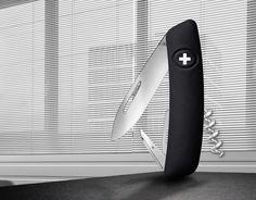 Le nouveau couteau suisse SWIZA appartient aux produits d'exception de l'année: le jury Red Dot s'est montré enthousiaste et récompense SWIZA avec la plus haute distinction: un Red Dot Best of the Best. Seul 1,5% des produits présentés au concours ont reçu le prestigieux prix en 2016. Des fabricants et designers de 57 nations ont soumis plus de 5.200 produits – le couteau SWIZA a impressionné par un design de haute qualité et le positionne en leader international de sa catégorie. En…
