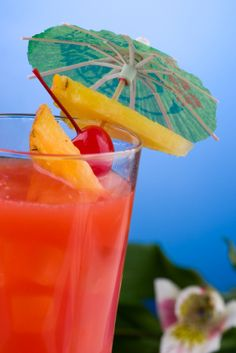 Tropical Island Drink Recipe: The Hurricane Cocktail Hurricane Tropical Drink Fun Cocktails, Party Drinks, Summer Drinks, Cocktail Drinks, Fun Drinks, Cocktail Recipes, Beverages, Drinks Alcohol, Mixed Drinks