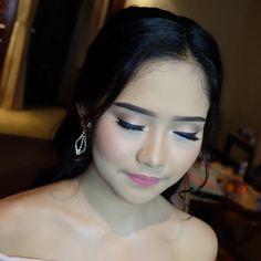 Azka�������� . . #makeup #mua #muabogor #makeupartist #softmakeup #flawless #flawlessmakeup #cantik #indonesia #beauty #graduation #makeupgraduation #cantik #wisuda #makeupwisuda #makeuphijab #hijabers #muadepok #muabogor #muajakarta #hairdo #hijab #bridesmaid #bridesmaids #partymakeup #party #nightmakeup #nightparty http://gelinshop.com/ipost/1524574640147834933/?code=BUoYI7DlKg1