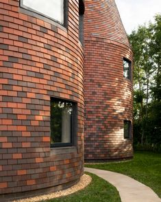 Architecture studio ACME has completed Bumpers Oast house, a contemporary home in the Kent countryside made up of five towers. 21st Century Homes, Futuristic Home, Local Builders, Wooden Staircases, Tower House, British Countryside, Ground Floor Plan, Style Tile, Villa