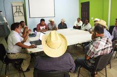 Acuerdan administrador y vecinos de Tataltepec, que la prioridad es llevar a cabo la elección