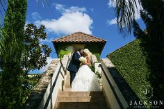 Don't you just love this gorgeous outdoors portrait! Thanks @jacksonweddingstudios for sharing!
