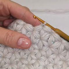 Bolsa de Praia em Crochê Passo a Passo – Tutorial de Crochê Crochet beach bag step by step – crochet … Crochet Flower Tutorial, Crochet Diy, Crochet Motifs, Crochet Instructions, Crochet Basics, Crochet Crafts, Yarn Crafts, Crochet Flowers, Crochet Stitches