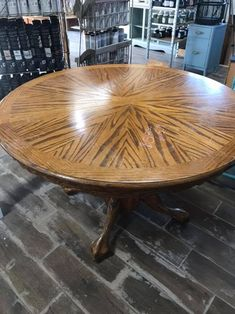 Chalk and Milk Painting How to Get a Weathered Wood Look on Your Kitchen Table Top Using Paint & Sta Painting Laminate Table, Laminate Table Top, Oak Table Top, Wood Table, A Table, Distressed Furniture Painting, White Painted Furniture, Painting Furniture, Refinished Furniture