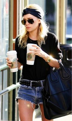Mary Kate Olsen en look grunge Style Désinvolte Chic, Style Noir, Style Me, Turban Bandana, Casual Chic, Short Outfits, Casual Outfits, Streetwear, Girl Fashion