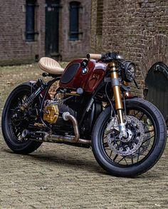 Cafe Racer Pasión — BMW Brat Style by Jerikan Motorcycles Bobber Bmw, Motos Bobber, Motos Bmw, Bike Bmw, Bmw Motorcycles, Vintage Motorcycles, Custom Motorcycles, Custom Bikes, Bmw Cafe Racer