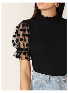 Girls Fashion Clothes, Girl Fashion, Fashion Dresses, Ladies Fashion Tops, Stylish Dresses, Stylish Outfits, Sleeves Designs For Dresses, Crop Top Outfits, Blouse Outfit