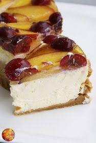 """Pyszny, lekki serniczek na herbatnikowym spodzie z galaretką i świeżymi owocami. Mniam <3 Zainspirował mnie przepis z magazynu """"Moje Gotowa..."""