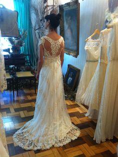… a custom made wedding dress from A MODISTA Atelier to Clareana  INFORMATIONS ++ 55 11 35712912 amodista@amodista.com.br
