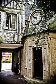 Rouen - Passage de la petite Horloge, France