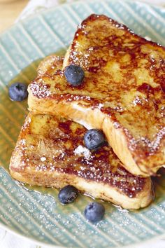 French toast makes for a heavenly breakfast. Enjoy these 30 fantastic french toast recipes. Breakfast Desayunos, Breakfast Items, Breakfast Dishes, Breakfast Recipes, Breakfast Healthy, Breakfast Crockpot, French Toast Recipes, Restaurant French Toast Recipe, Healthy Foods