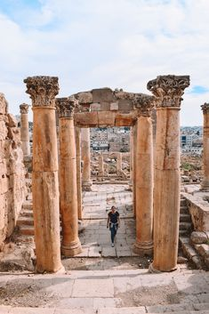 Jordan Itinerary: The Ultimate Jordan Guide - - Discover the best things to do Jordan with this Jordan itinerary. Including Amman, Aqaba, the Dead Sea, Wadi Rum, Petra and more! Cool Places To Visit, Places To Travel, Travel Destinations, Middle East Destinations, Deep Purple, Travel To Saudi Arabia, Travel Around The World, Around The Worlds, Dubai