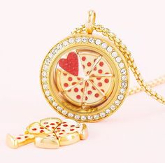 Pizza anyone?? Perfect gift for the Pizza lover or pizza shop owner. Origami Owl lockets. #pizza #jewelry #lockets #giftideas