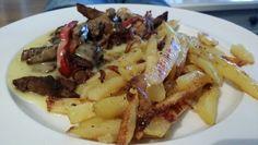 Vi liker å lage mat! Hjemmelagd biffsnadder med potetbåter. Waffles, Bacon, Breakfast, Food, Morning Coffee, Waffle, Meals, Yemek, Pork Belly