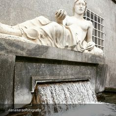cittaditorino #Torino raccontata dai cittadini per #inTO  Foto di ilariasaraofotografia La Fontana della Dora Riparia in piazza CLN #architecture #architexture #town #street #art #arts #architecturelovers #beautiful #style #archidaily