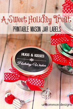 Christmas Mason Jar Treat and Printable Tags A perfect gift idea for neighbors and teachers. These Christmas Mason Jar Free Printables and treat idea are both cute and budget friendly! Pot Mason, Mason Jar Gifts, Mason Jar Diy, Christmas Mason Jars, Holiday Fun, Christmas Crafts, Christmas Ideas, Christmas Inspiration, Holiday Gifts