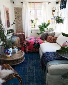 Making a small place comfortable  bohemian living room decorating idea 11