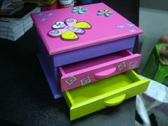 COFRES EN ARTE COUNTRY Painting Kids Furniture, Painting For Kids, Disney Princess Bedroom, Cnc Projects, Country Art, Diy Storage, Decoupage, Diy Home Decor, Wood