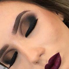 Só para mostrar de pertinho a perfeição de cada detalhe !!!! Vou dormir agora depois de um dia produtivo e muito abençoado 🙏🏻🙏🏻!!!! Boa noite amores !!!! Contato para curso por e-mail pattzanatta@hotmail.com  #maquiagemx #maquiagembrasil #universodamaquiagem_oficial #loucaspormaquiagem #maquiagembrasil #pausaparafeminices #pausaparafeminicesdiva #brutavaresppf #auroramakeup #vegas_nay #maquiagem_luxo #moniquecurvo #moniquecurvomakeupcursos