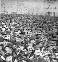 """A crowd waits for the gates of the Columbian Exposition - Chicago to open on its first day. I just read """"The Devil in the White City"""" which is about the Chicago World's Fair. Photos Du, Old Photos, Vintage Photographs, Vintage Photos, Fosse Commune, World's Columbian Exposition, My Kind Of Town, White City, World's Fair"""