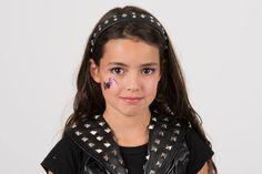 Per Halloween o per il suo compleanno, trasforma tua figlia nella bella protagonista della serie tv Chica Vampiro!