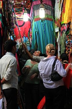 #Travel : Heritage shopping in Delhi Haat and Janpath ..