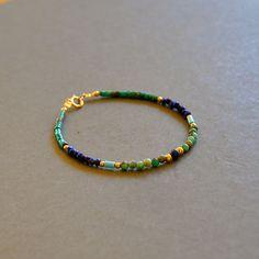 """Bracelet fantaisie pierres turquoises, lapis lazulis et opales vertes : Modèle """"Tamila"""" : Bracelet par kanakeis"""