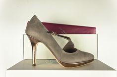 #Salon #pieles #metalizadas #plataforma #tacones #design #shoes #moda #fashion #metallic #leather #zapatos #madeinspain www.jorgelarranaga.com