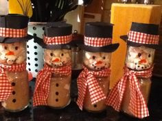 Jamie Oliver's 'Epic Hot Chocolate' mix with marshmallows in baby-food jars turned into snowmen :)
