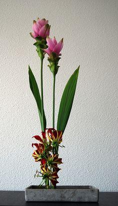 Ikebana Asian style flower arrangement 'Pink towers'